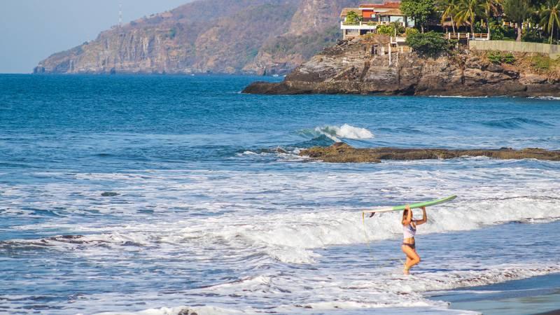 El Salvador Surfing Women & Waves